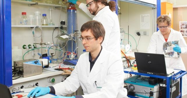 ethylen-synthese-aus-co2-und-wasser-im-labor-foto-siemens