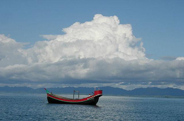 fischerboot-im-golf-von-bengalen-foto-auyon-unklar-cc-by-sa-3-0-commons-wikimedia-org