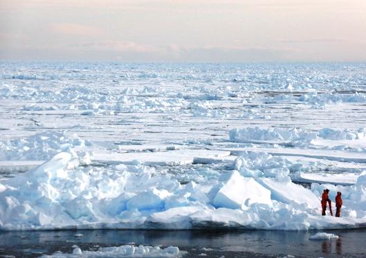 probenentnahme-im-arktischen-eismeer-foto-dirk-notz
