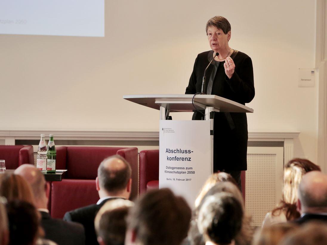 Barbara Hendricks - Dialogprozess zum Klimaschutzplan - Foto © BMUB,Heiko Adrian