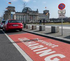 Carsharing-Parkplatz vor Reichstag, Berlin - Foto © Bundesverband Carsharing e.V. (bcs)
