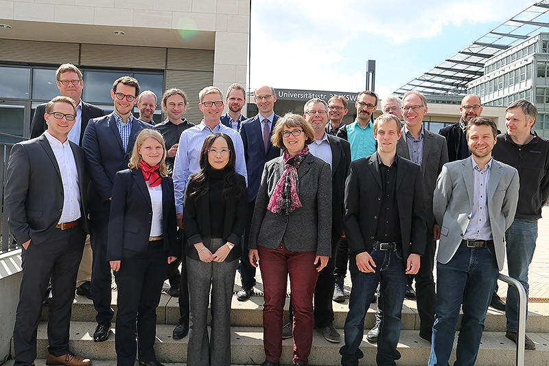 Wissenschaftler der FernUniversität Hagen trafen sich mit Praktikern aus Unternehmen - Foto © FernUniversität, Pressestelle