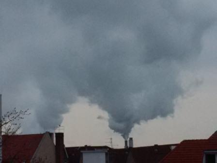 Rauch- und Wasserdampfsäule Reuter West, Berlin - Foto © Solarify