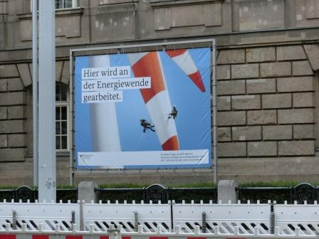 """Am BMWi: """"Hier wird an der Energiewende gearbeitet"""" - Foto © Agentur Zukunft für Solarify"""