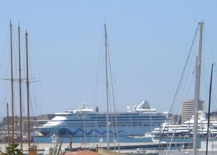 Schiff im Hafen von Palma de Mallorca - Foto © Gerhard Hofmann, Agentur Zukunft für Solarify