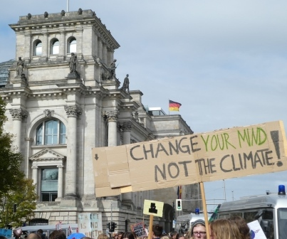 Fridays-for-Future-Demonstration vor Reichstag - Foto © Gerhard Hofmann, Agentur Zukunft für Solarify