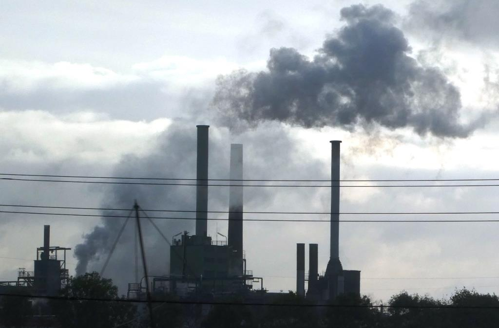 Rauchentwicklung in Raffinerie Wesseling, Köln - Foto © Gerhard Hofmannt für Solarify