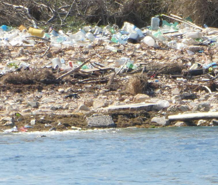Plastikmüll am Strand von Havanna, Kuba - Foto © Gerhard Hofmann, Agentur Zukunft für Solarify