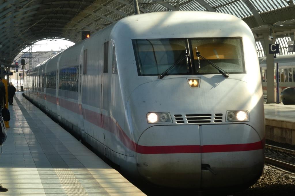 ICE im Bahnhof Spandau - Foto © Gerhard Hofmann für Solarify