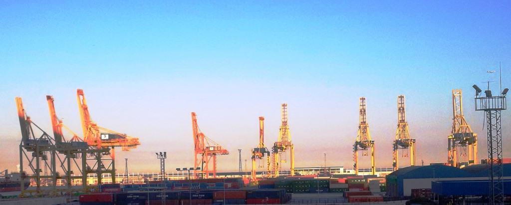 Containerhafen Barcelona - Foto © Gerhard Hofmann, Agentur Zukunft für Solarify
