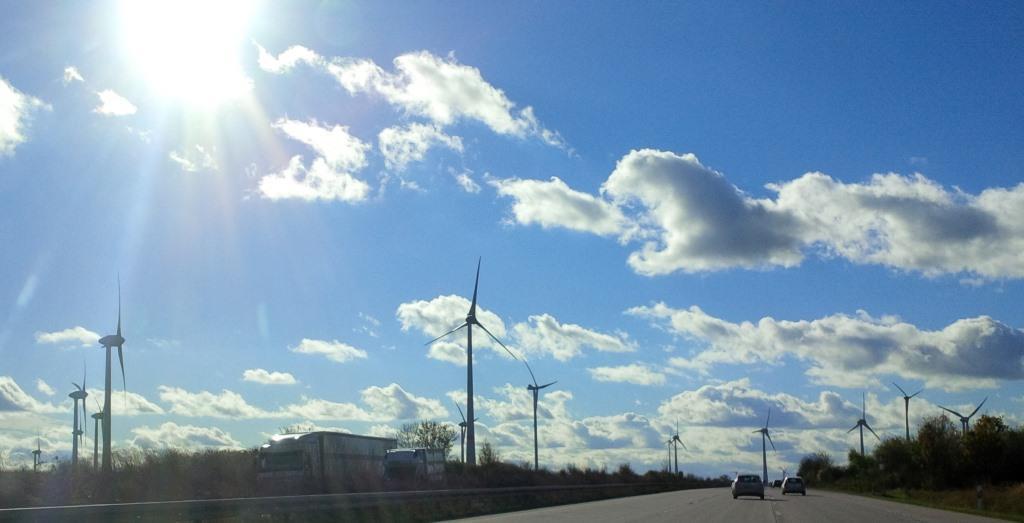 Windstromgeneratoren in der Lausitz - Foto © Gerhard Hofmann für Solarify