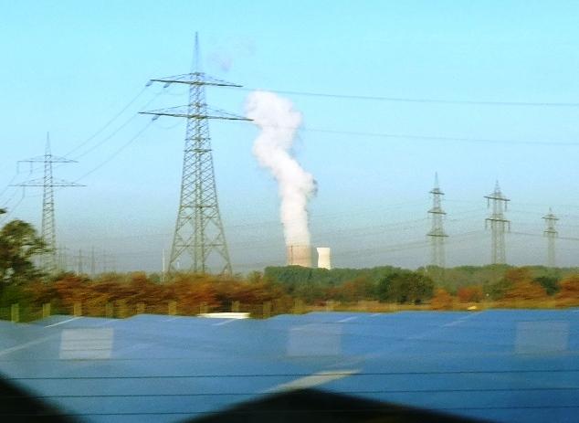 Energie-Mix - AKW Philippsburg, PV und Hochspannungsmasten - Foto © Gerhard Hofmann für Solarify