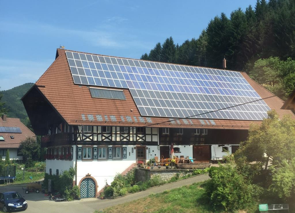 Schwarzwaldhaus mit PV-Dach - Foto © Gerhard Hofmann für Solarify